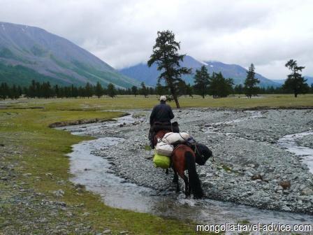 horse trek west mongolia altai mountains